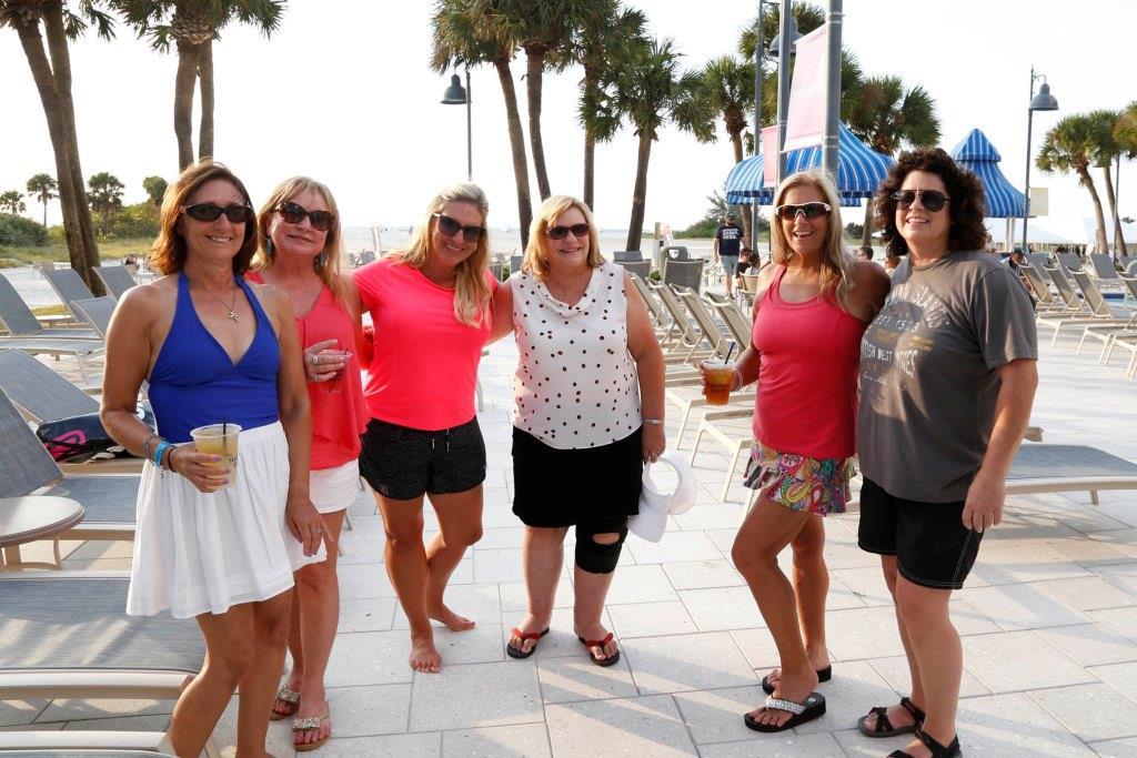 BMK - Ladies poolside