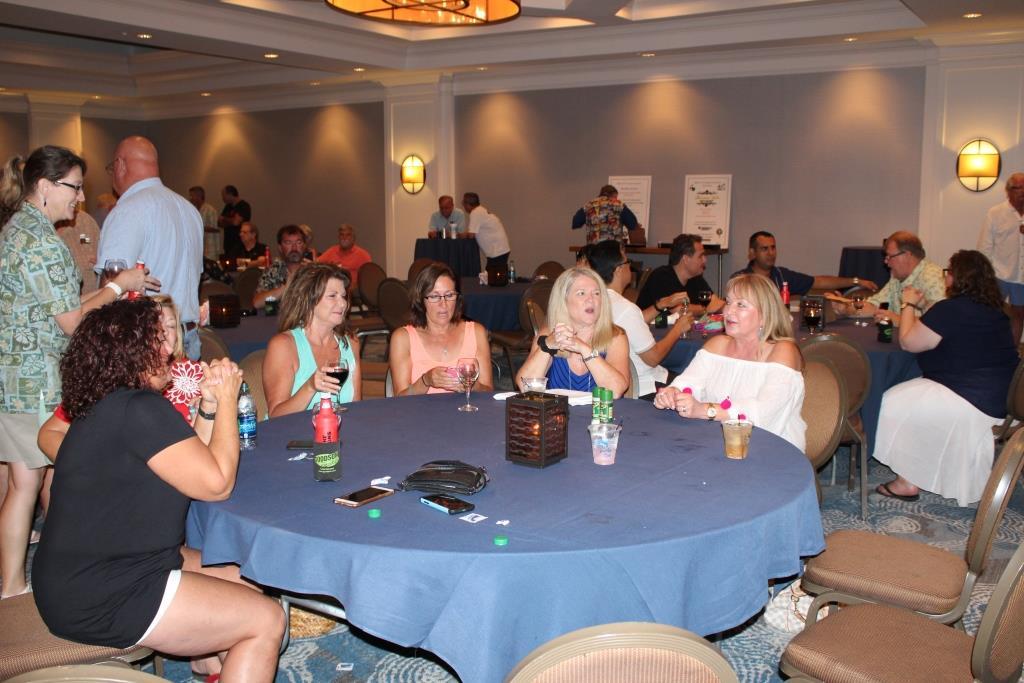 Fri - Beach party - The ladies 1